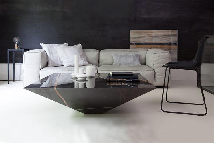 Kết hợp với một chiếc sofa lớn với bàn trà Lythos