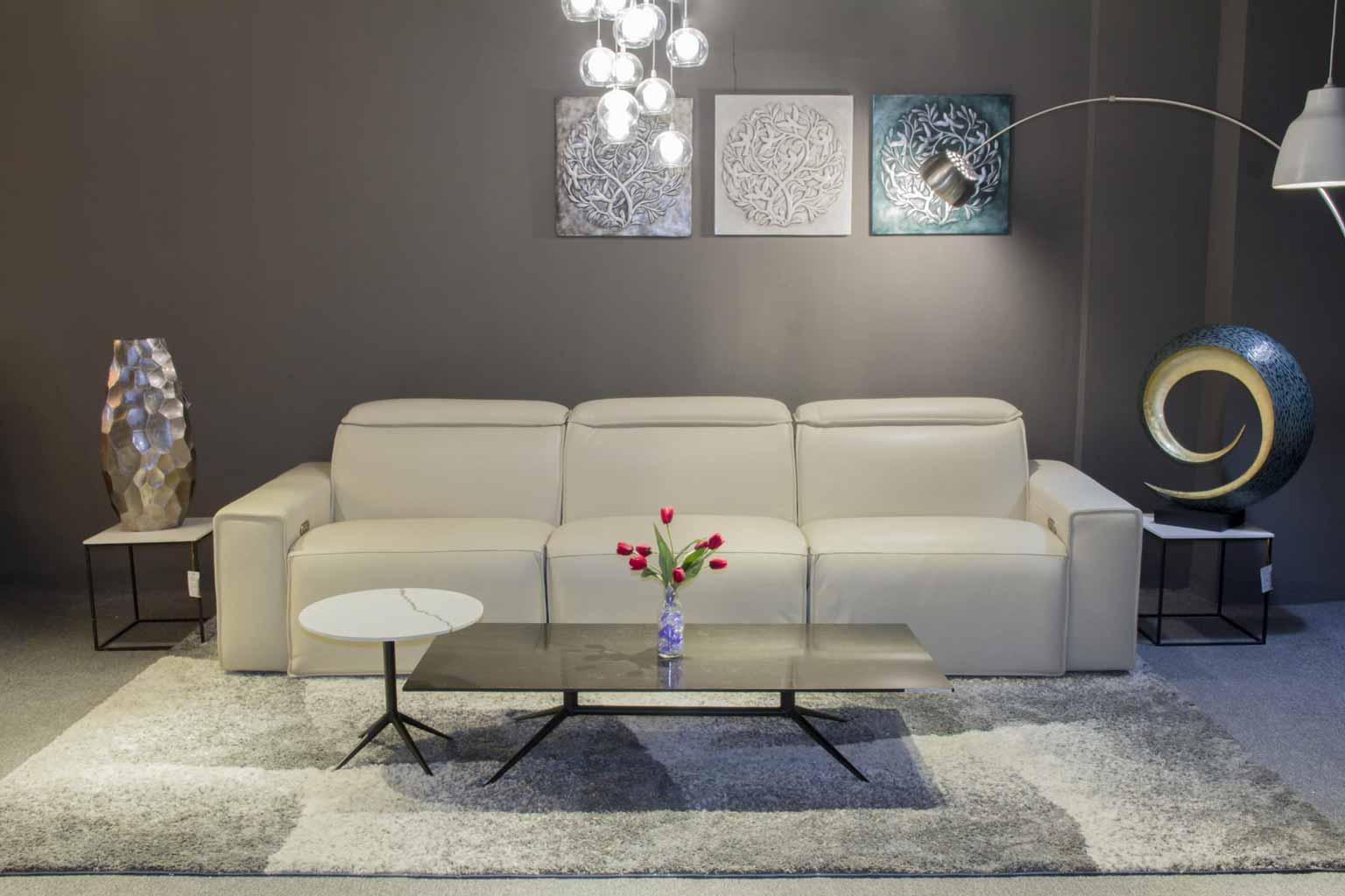 bộ sofa da trắng bàn đá