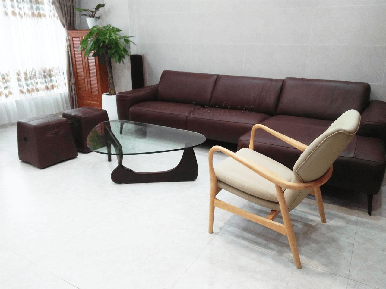 Sofa E119, bàn Noguchi tại nhà anh Tiến