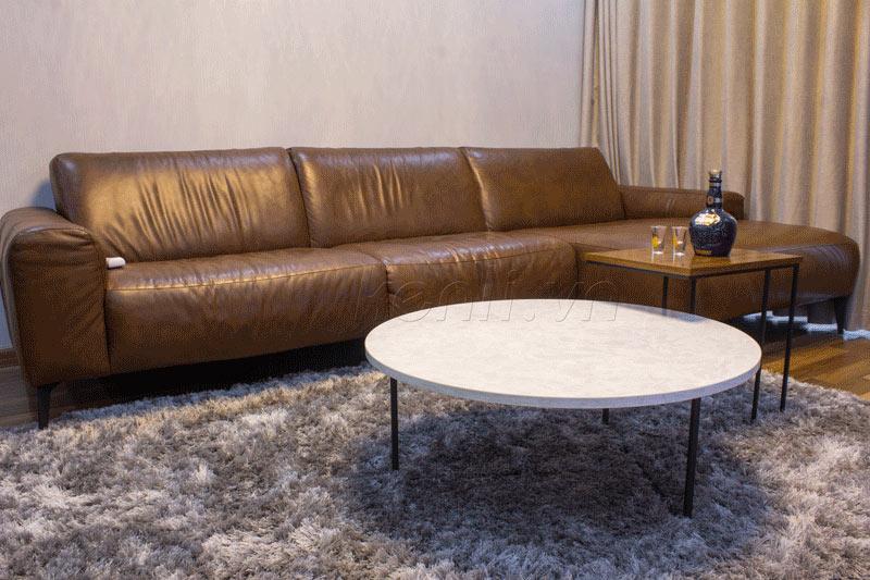 Sofa da thật E119 và bàn Turner tại nhà anh Thắng