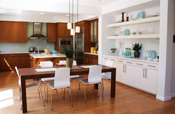 bàn ăn trong nhà bếp
