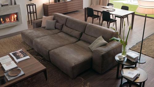sofa da host