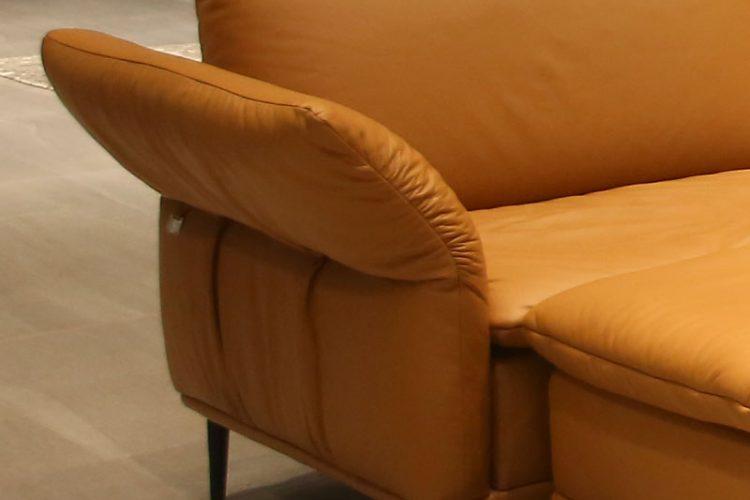 Sofa F026 được tỉ mỉ từng chi tiết.