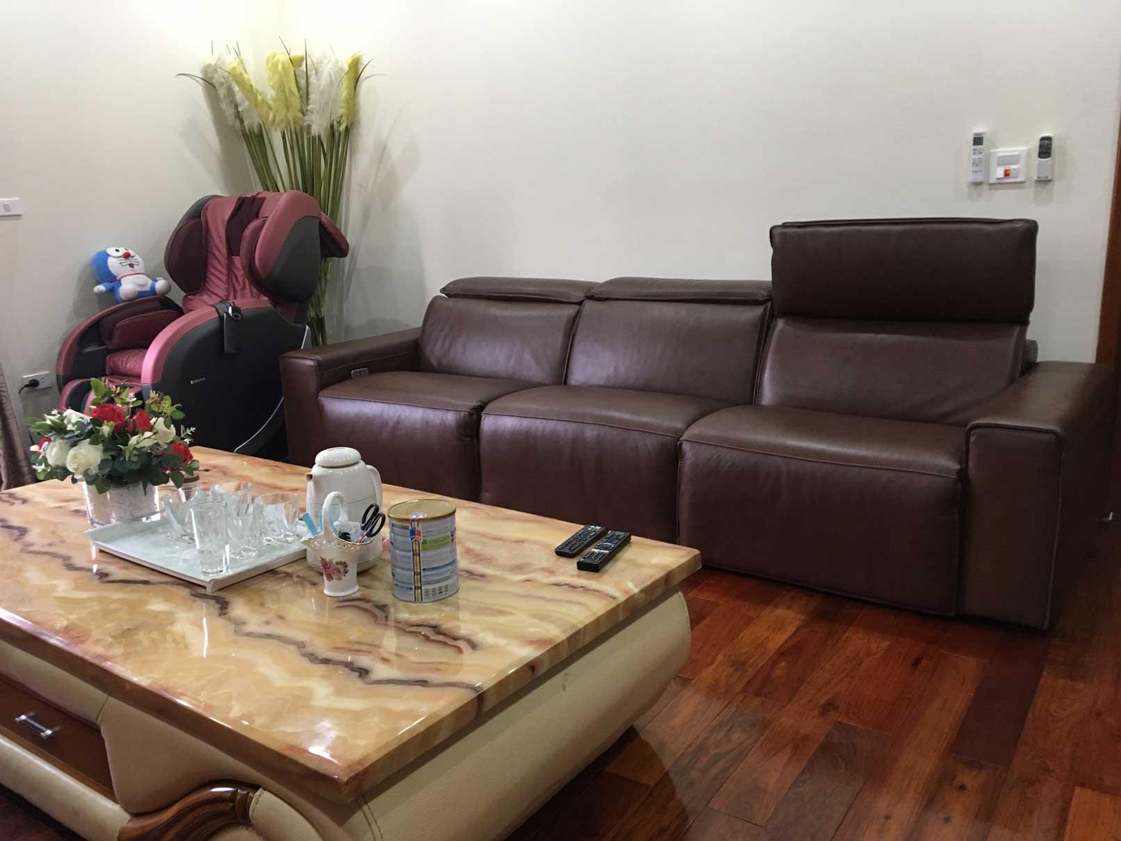 Sofa da thật EE87 tại công ty cổ phần lắp đặt Ba Đình, HN