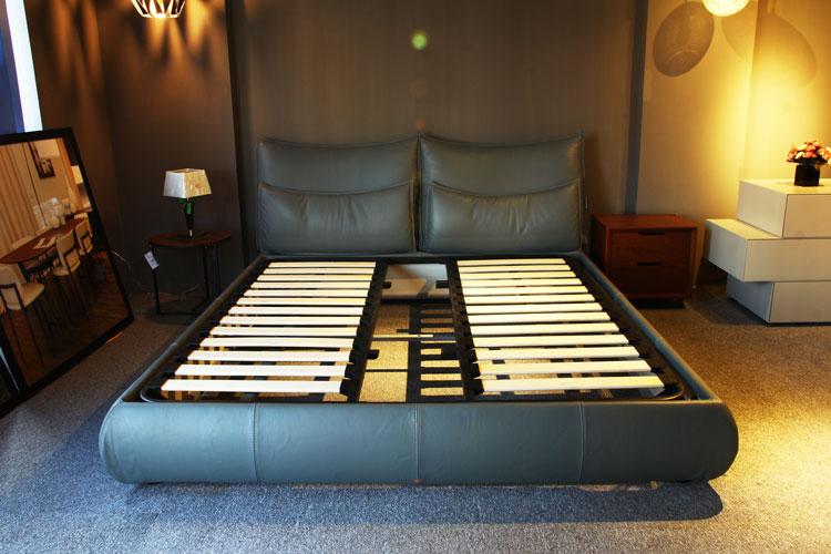 Giường bọc da cao cấp từ Chateau d'Ax