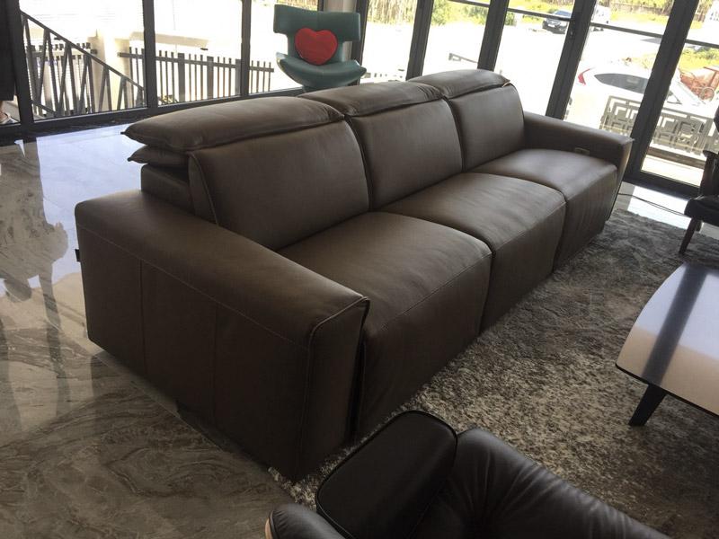 sofa da ee87 tại nhà khách kenli