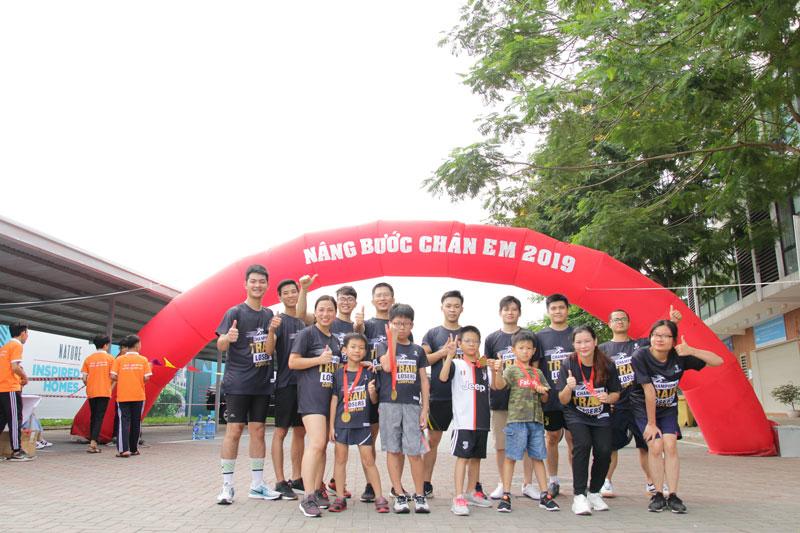 đội ngũ nhân viên kenli tham dự giải chạy