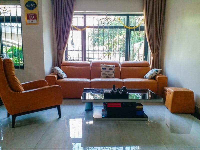 sofa da ee87 tại nhà khách