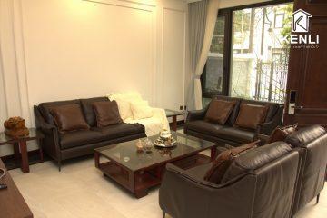Sofa da thật F010 trong biệt thự sang trọng của chú Lê
