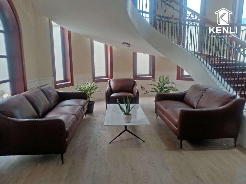 Thiết kế nội thất phòng khách có cầu thang