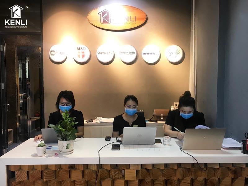 nhân viên kenli trở lại làm việc bình thường sau giãn cách xã hội