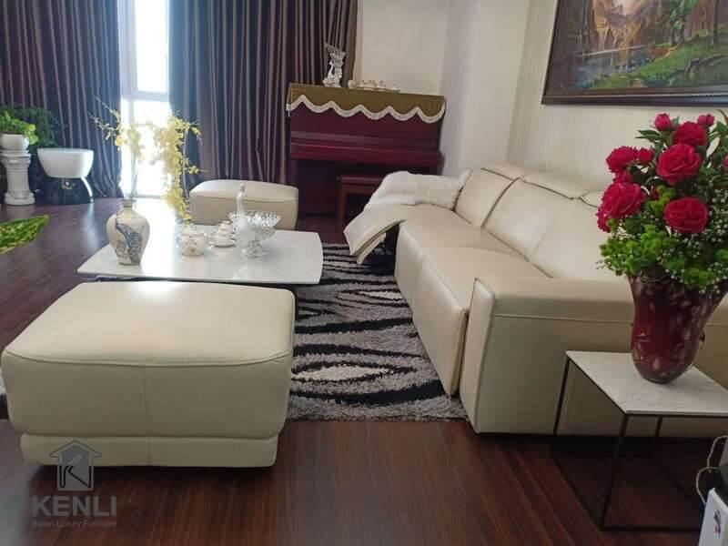 Ghế sofa da thật EE87 và bàn trà Baba tại nhà khách