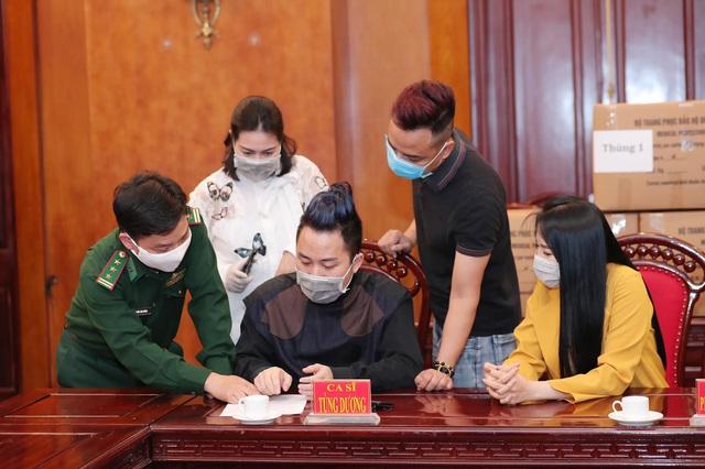 Đồng hành cùng ca sĩ Tùng Dương chống dịch Covid-19