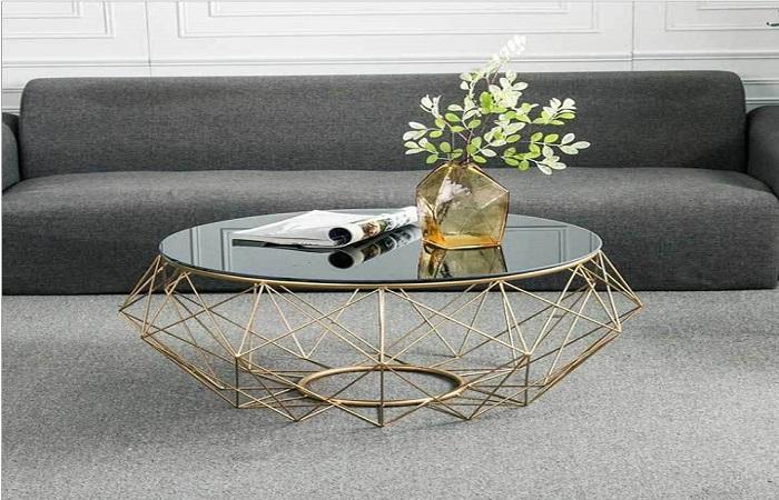 Một mẫu bàn sofa với phần chân cách điệu ấn tượng