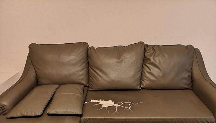 Sofa bị nứt gây mất thẩm mỹ