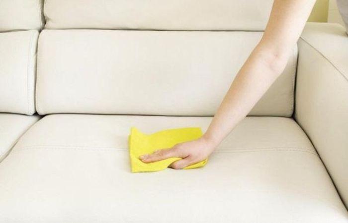 Thường xuyên sử dụng khăn lau sạch ghế Sofa