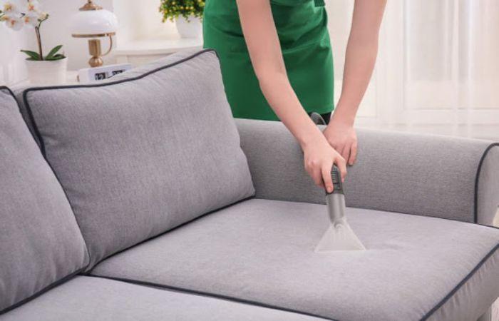 Vệ sinh ghế Sofa hằng ngày bằng máy hụt bụi