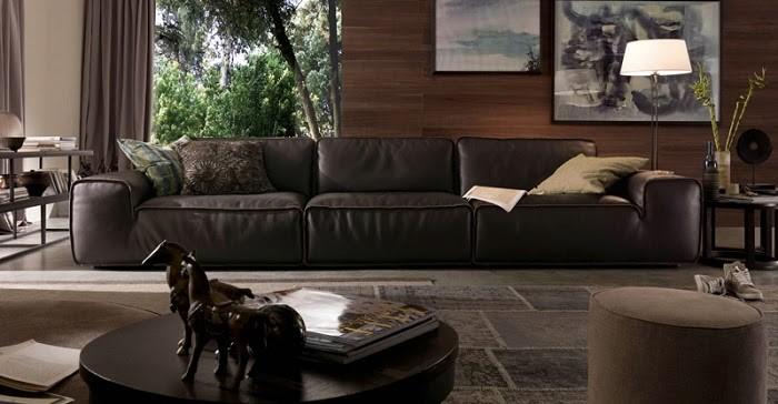 Ngồi thử ghế sofa trước khi mua về nhà để đảm bảo sự hài lòng