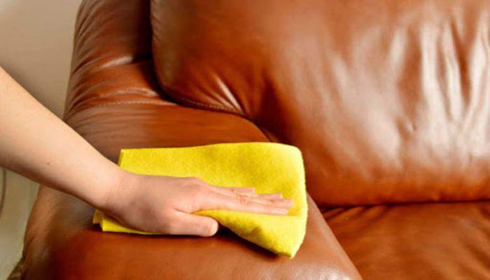 Dùng khăn mềm lau sạch ghế Sofa