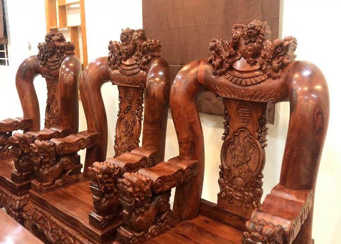Bàn ghế gỗ được nhiều người ưa chuộng