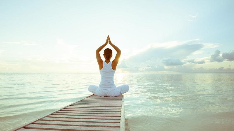 Bỏ thời gian ra để ngồi thiền, tập yoga
