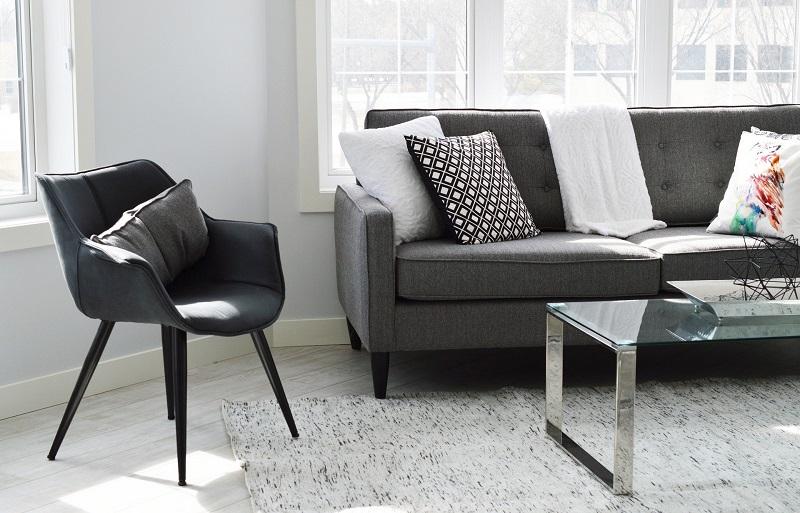 Không gian hiện đại với thảm trắng đen, đơn giản mà cá tính