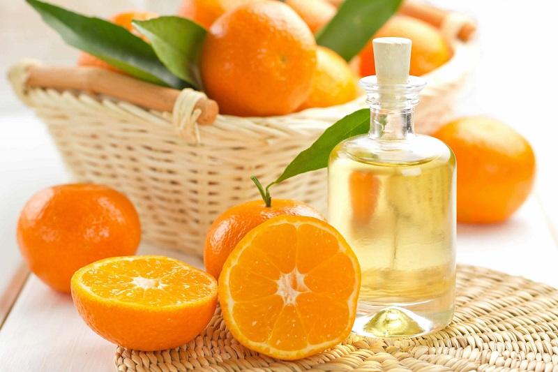 Bôi tinh dầu cam để đuổi mối mọt
